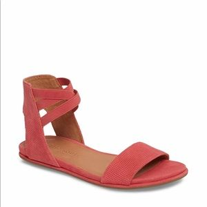 Gentle Souls by Kenneth Cole Lark-May Sandals.